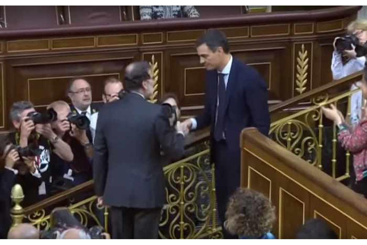 Pedro Sánchez è il nuovo premier spagnolo, passa la mozione di sfiducia a Rajoy