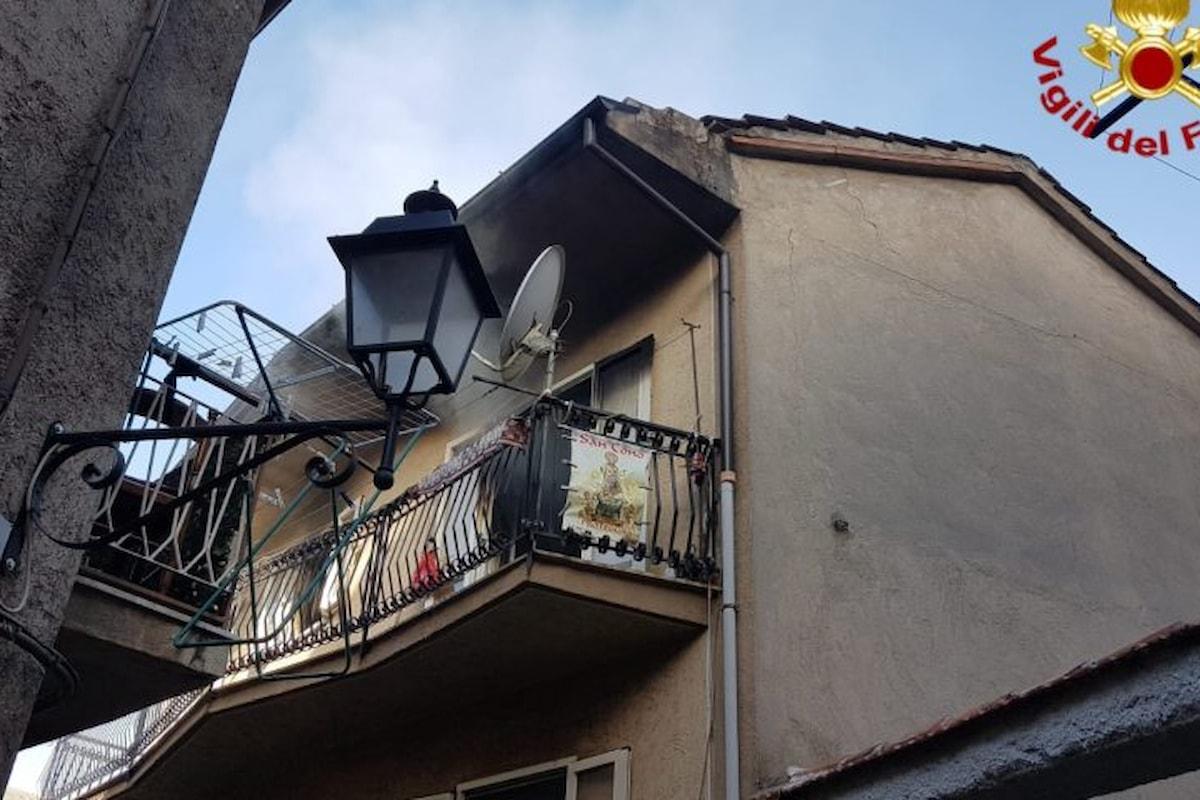 Teggiano (SA): incendio nel centro storico, nessun ferito