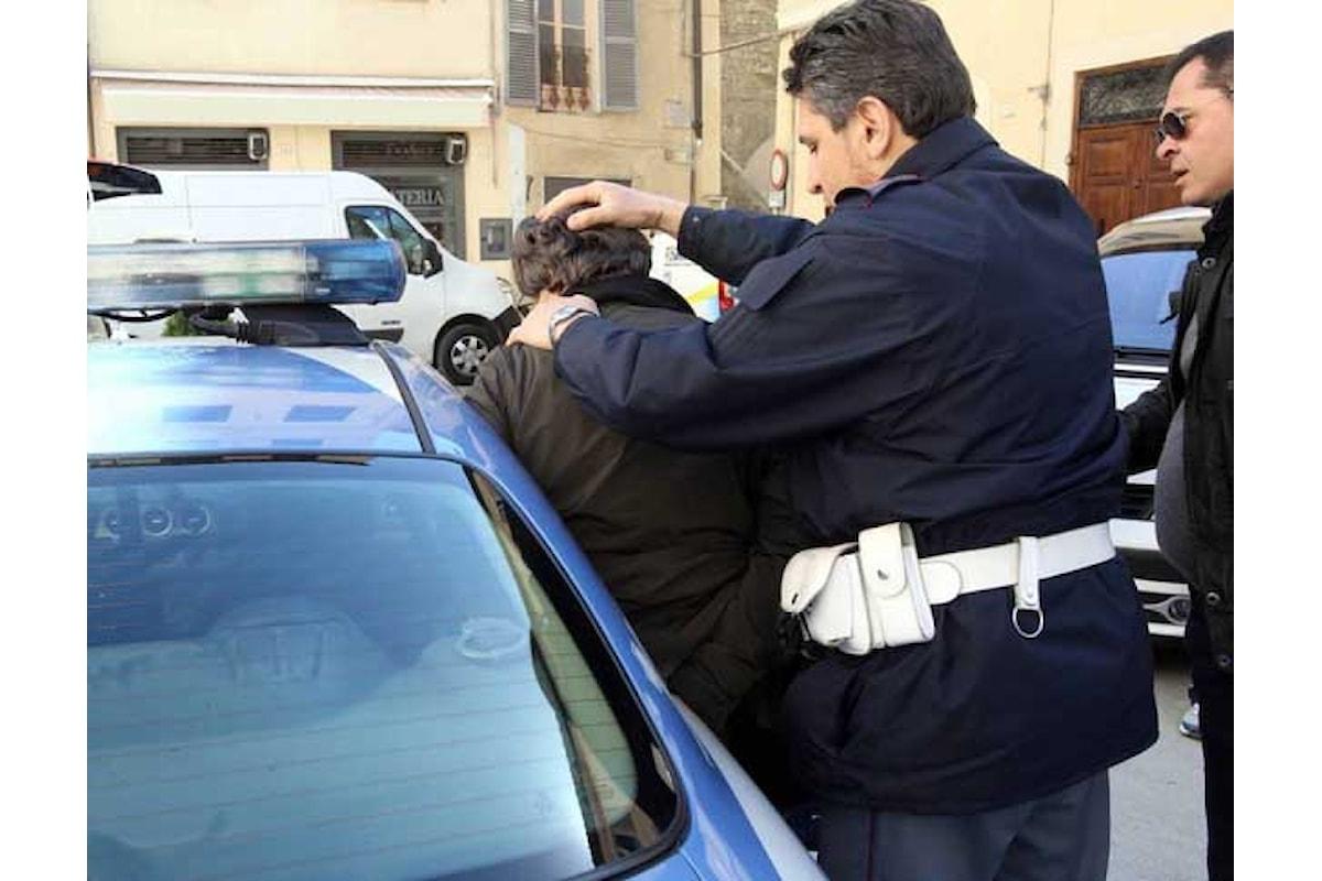 Ubriaco si scaglia contro la moglie e il figlio, in manette 33enne a Salerno