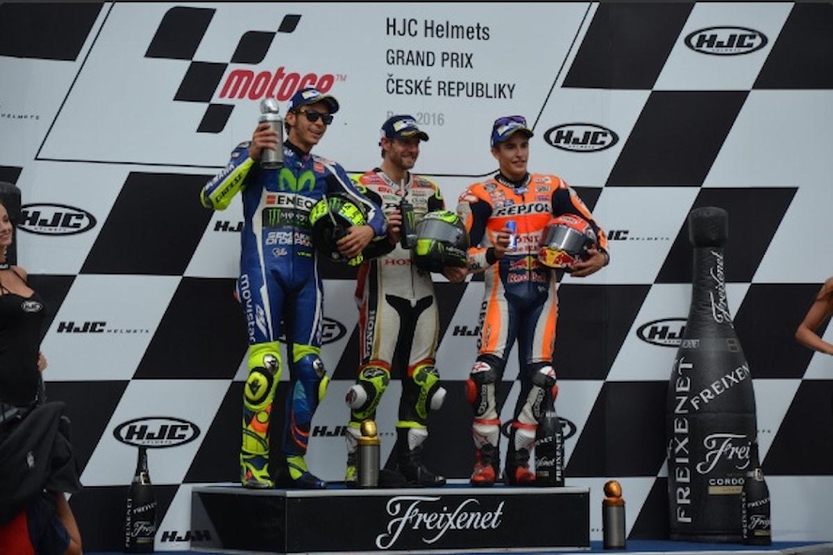 Crutchlow vince il Gp della Repubblica Ceca, Rossi secondo, Marquez chiude il podio