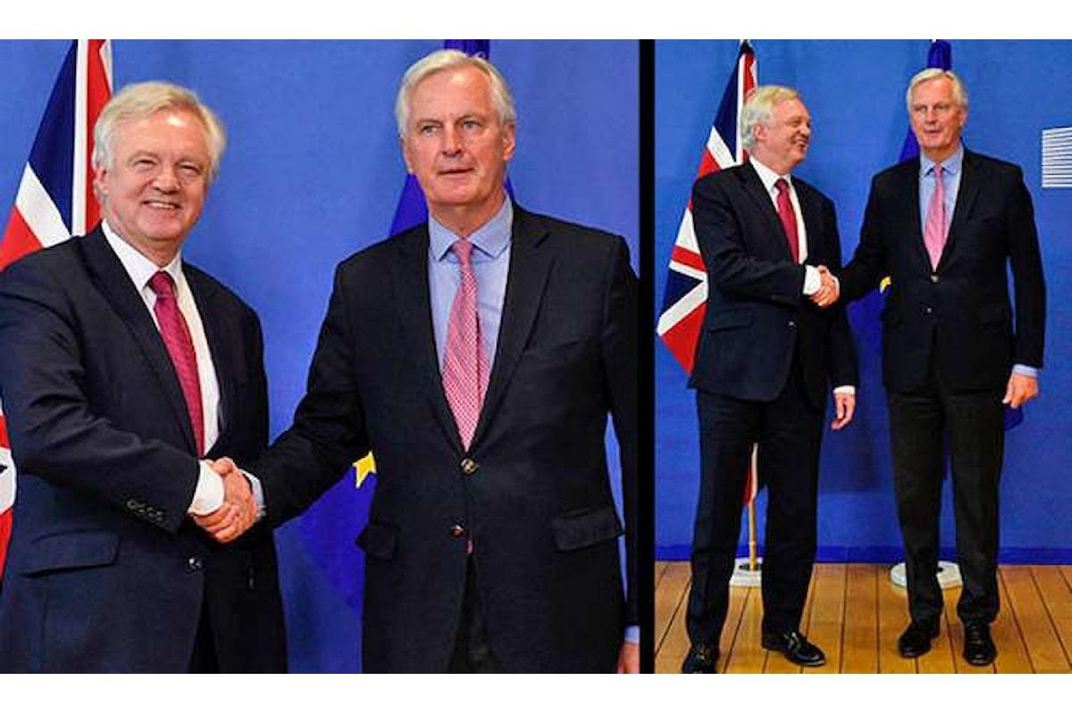 Partono i colloqui sulla Brexit. I negoziatori sono David Davis e Michel Barnier