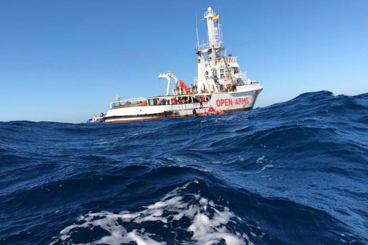 Alla nave di una Ong è stato vietato l'ingresso nelle acque italiane e maltesi, anche se a bordo aveva solo l'equipaggio