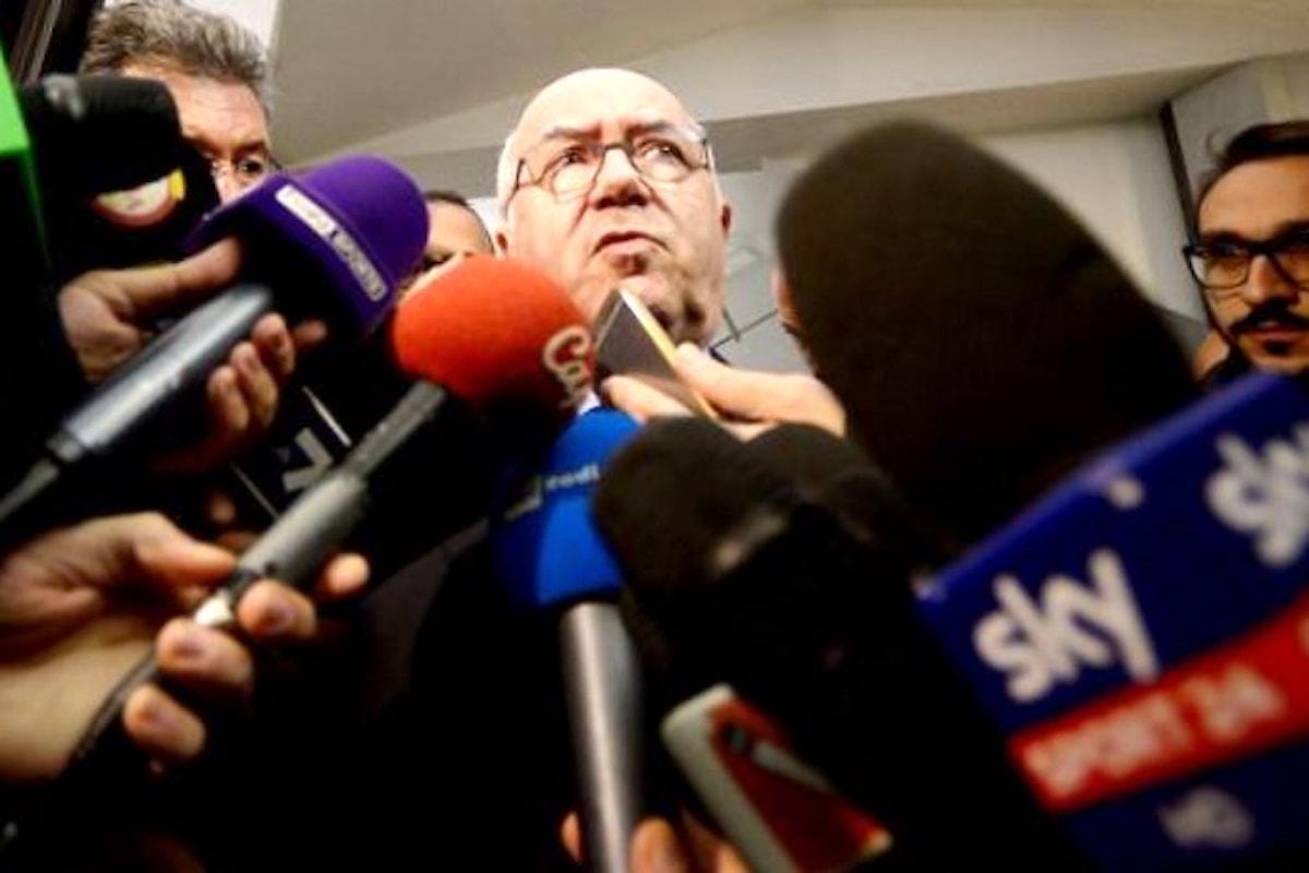Carlo Tavecchio stavolta non resiste a tutti i costi e lascia l'incarico di presidente della Figc