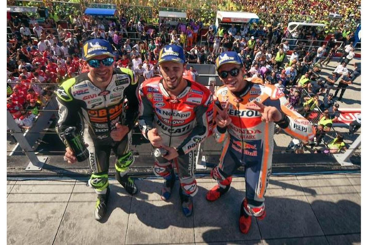 MotoGP 2018, Dovizioso trionfa a Misano davanti a Marquez. Lorenzo cade nel finale